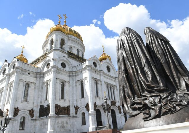 Monument Reunion was opened at the Cathedral of Christ the Savior. The sculptural composition is dedicated to a historical event - the reunification of the Russian Orthodox Church (ROC) and the Russian Orthodox Church Abroad (ROCOR), which took place in the Cathedral of Christ the Savior on May 17, 2007.