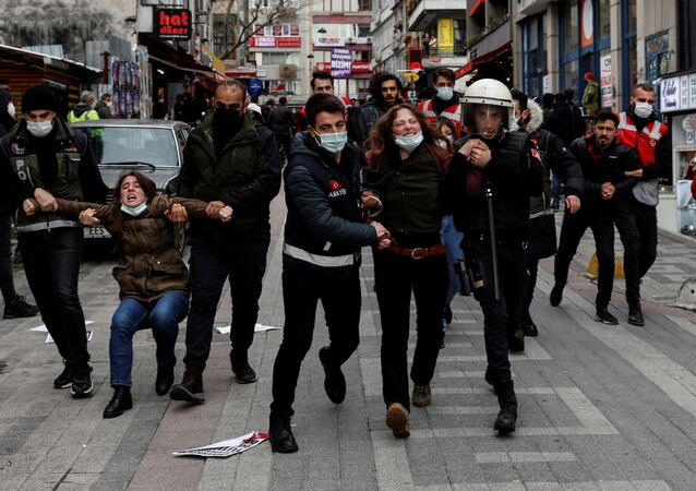 Police officers detain demonstrators during a protest against the appointment of a rector by President Tayyip Erdogan in Istanbul, Turkey, April 1, 2021