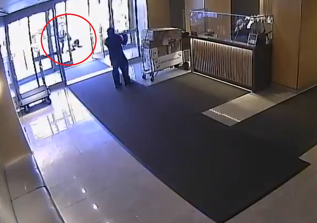 The Brodsky Org of Hell's Kitchen building where 65-year-old Filipino woman was attacked released full lobby footage to @ABC7NY saying employees closed door because perpetrator had knife. New video shows staff went to immediately help victim after a knife confrontation