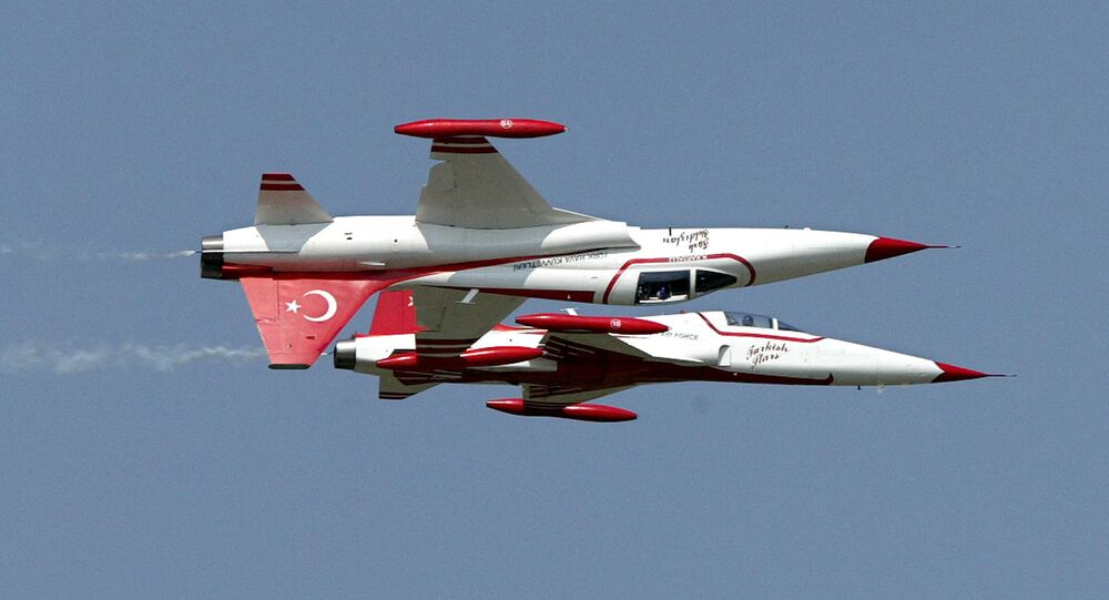 Pilots of 'Turkish Star' formation of Turkish Air Force present their exercise with their F-5A type aircrafts at the Hungarian Air Force base of Kecskemet, 100 kilometers South-East of Budapest,17 August 2003 during the International Air Show and Military Display