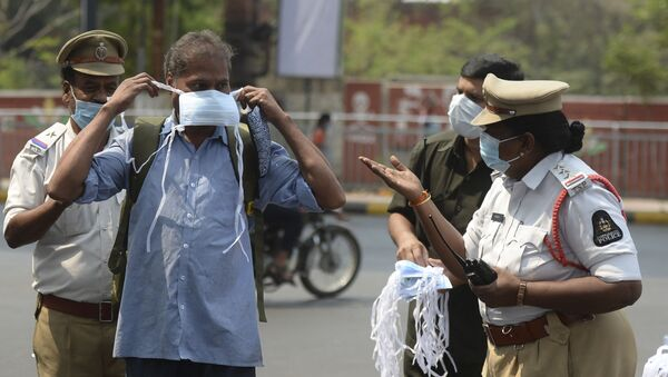 A female police officer urges a man to wear a face mask during an awareness campaign against the spread of the COVID-19 coronavirus on World Health Day, at a traffic junction in Hyderabad on 7 April 2021. - Sputnik International