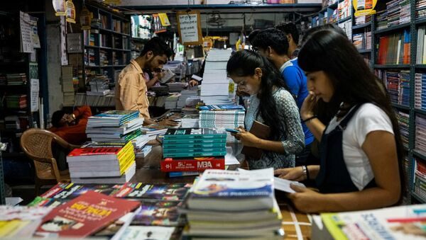 In this photograph taken on April 7, 2018, Indian students buy textbooks in New Delhi - Sputnik International