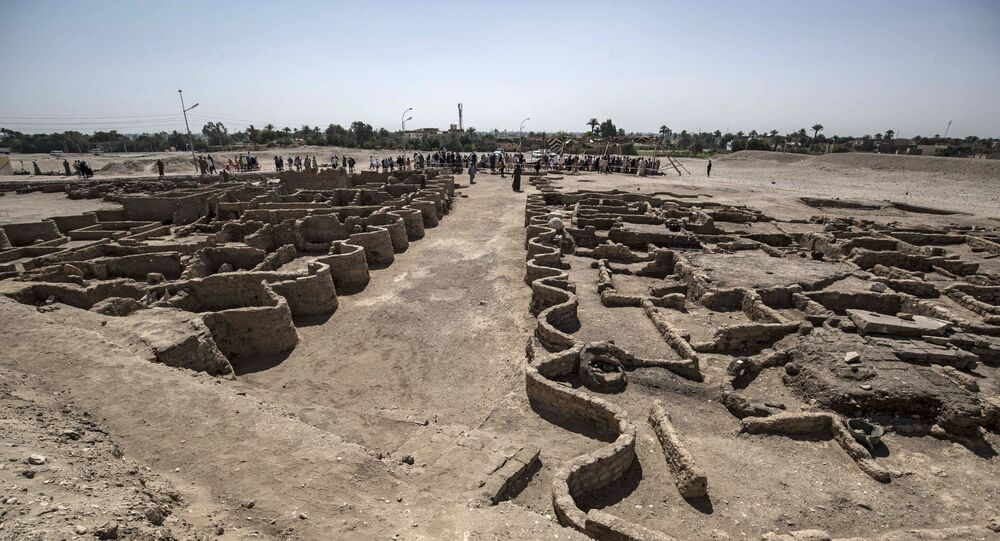 A picture taken on April 10, 2021, shows a view of a 3000 year old city, dubbed The Rise of Aten, dating to the reign of Amenhotep III, uncovered by the Egyptian mission near Luxor. - Archaeologists have uncovered the remains of an ancient city in the desert outside Luxor that they say is the largest ever found in Egypt and dates back to a golden age of the pharaohs 3,000 years ago. Famed Egyptologist Zahi Hawass announced the discovery of the lost golden city, saying the site was uncovered near Luxor, home of the legendary Valley of the Kings.