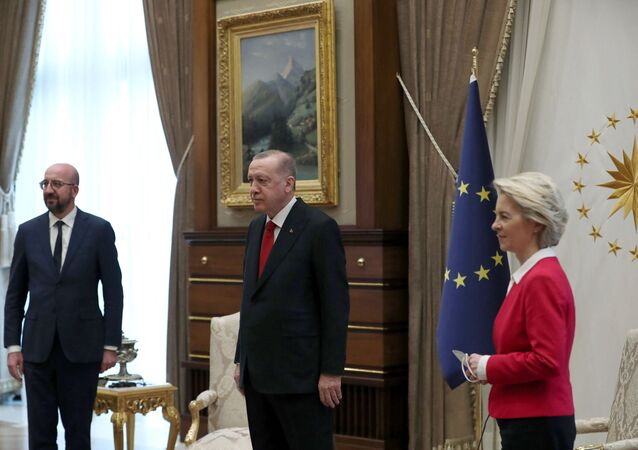 This handout picture taken and released on 6 April 2021 by the Turkish Presidential Press Service shows Turkish President Recep Tayyip Erdogan receiving EU Council President Charles Michel (L) and President of the EU Commission Ursula von der Leyen (R) at the Presidential Complex in Ankara. (Photo by HANDOUT / TURKISH PRESIDENCY PRESS OFFICE / AFP)
