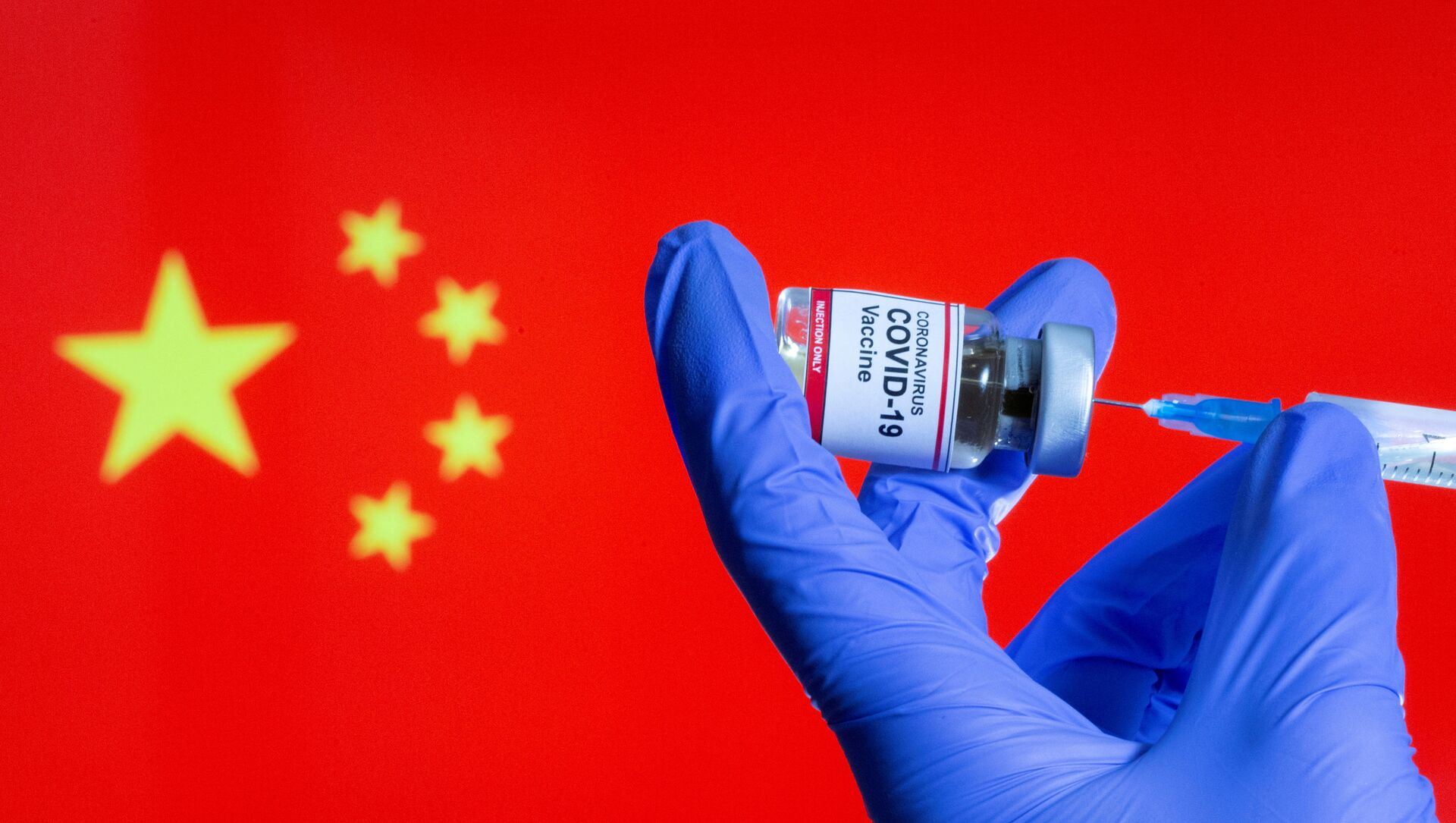 FILE PHOTO: FILE PHOTO: A woman holds a small bottle labeled with a Coronavirus COVID-19 Vaccine sticker and a medical syringe in front of displayed China flag in this illustration taken, October 30, 2020 - Sputnik International, 1920, 03.08.2021