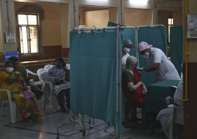 A health worker administers the COVISHIELD vaccine for COVID-19 at a Government Fever Hospital in Hyderabad, India, Thursday, 1 April 2021