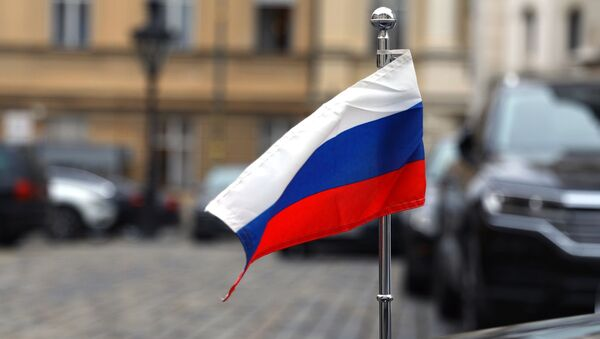The flag of the Russian Federation on the car of the Russian Embassy in Croatia - Sputnik International