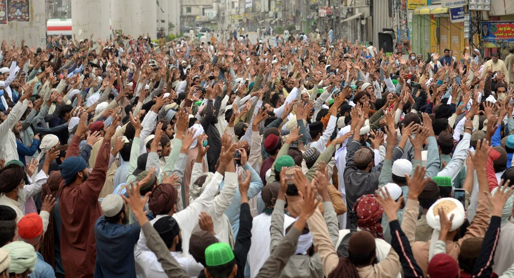 Supporters of the Tehreek-e-Labaik Pakistan (TLP) Islamist political party chant slogans as they protest protest against the arrest of their leader in Lahore, Pakistan April 16, 2021.