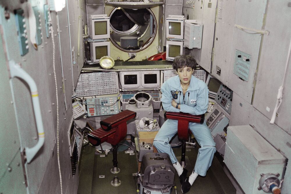 France's Claudie André-Deshays, member of the first crew of the Franco-Russian mission Mir-Cassiopée, poses on 26 February1996 inside the Mir space station simulator in the City of Stars in Moscow.