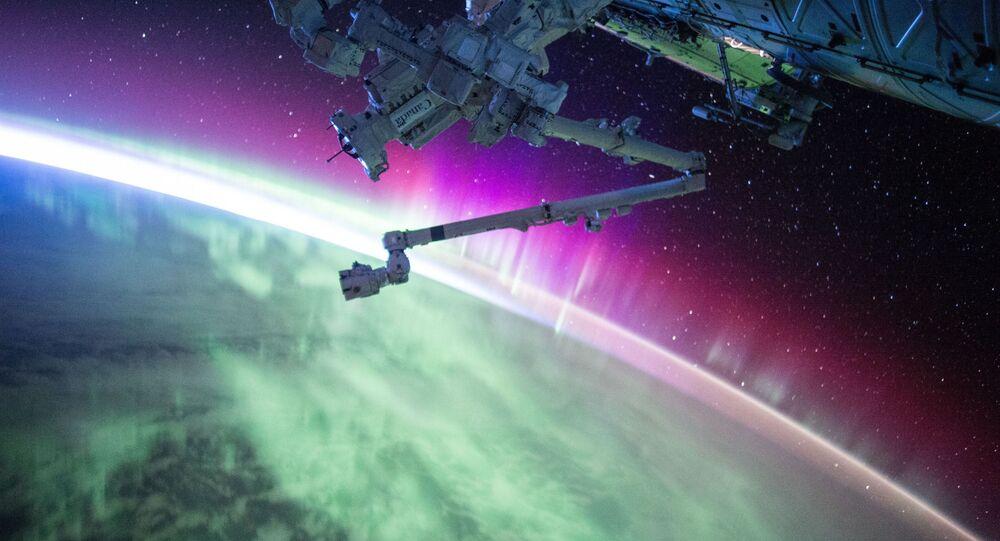 Orbit space ship