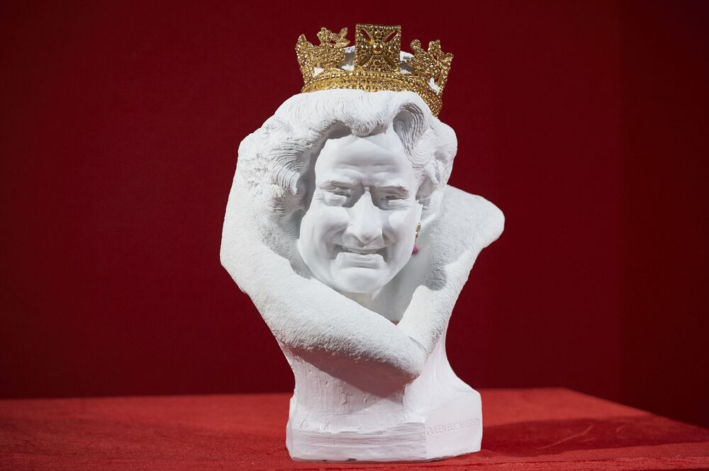 A bust of Britain's Queen Elizabeth II made from porcelain created by Chinese artist Chen Dapeng on display at the Winter Olympia Art & Antiques Fair in London in 2015.