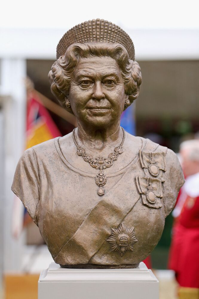 A bronze bust of Queen Elizabeth II in 2016.