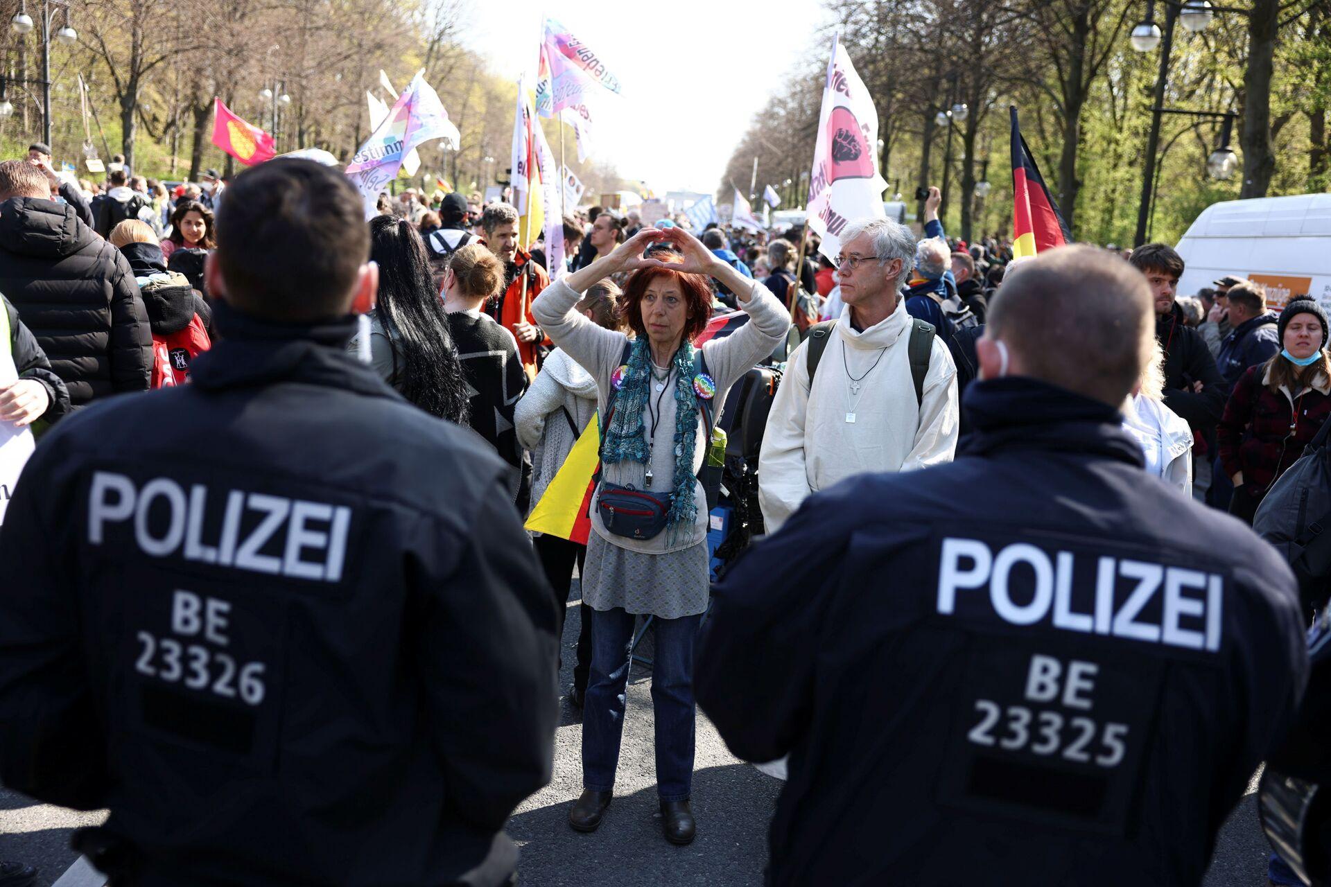 Bundestag Approves Tighter COVID Lockdown Measures as Thousands Protest in Berlin -  Photo, Video - Sputnik International, 1920, 21.04.2021