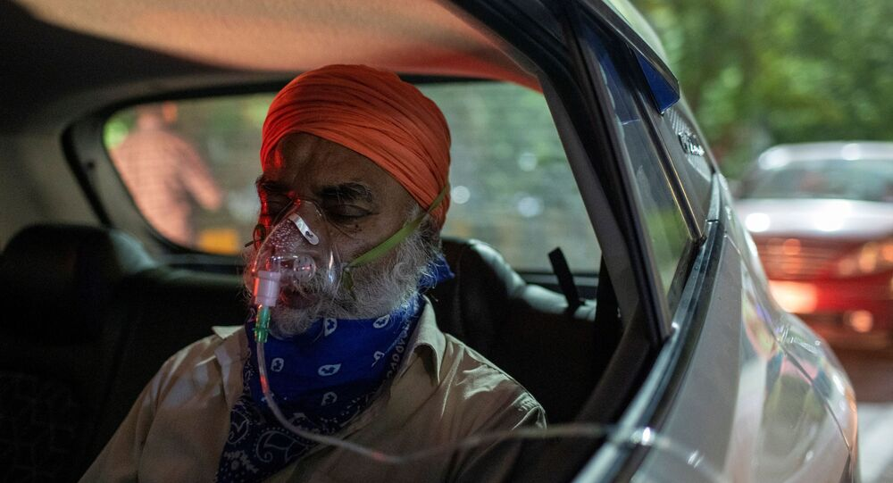 A man with a breathing problem receives oxygen support for free inside his car at a Gurudwara (Sikh temple), amidst the spread of coronavirus disease (COVID-19), in Ghaziabad, India, April 24, 2021.