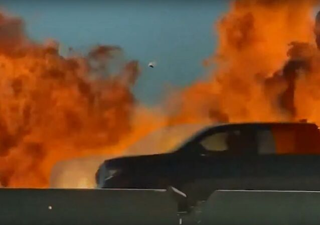 Car explodes on side of North Texas highway