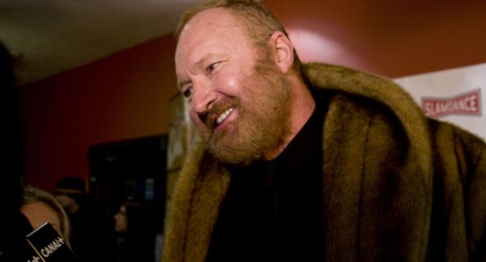 Randy Quaid being interviewed by Canal+.