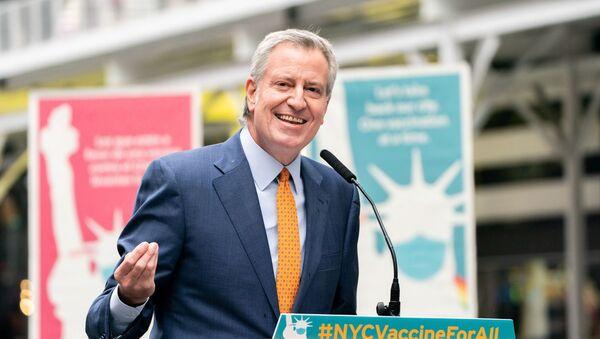 New York City Mayor Bill de Blasio speaks during the opening of the Broadway vaccination site amid coronavirus disease (COVID-19) pandemic in New York City, U.S., April 12, 2021 - Sputnik International