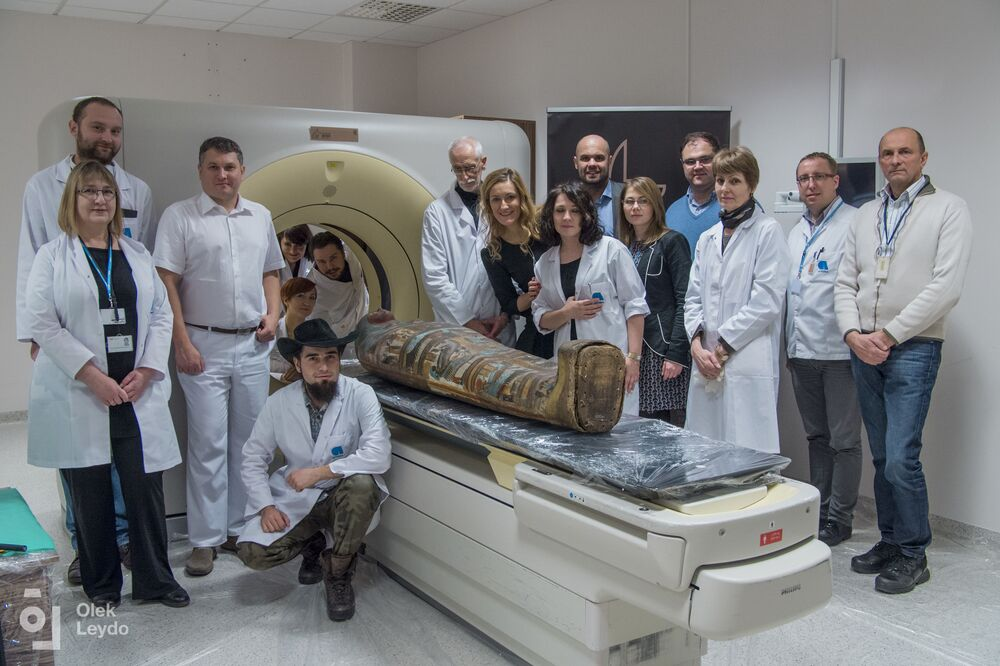 The 2,000-year-old mummy and members of the mummy project which started in 2015.