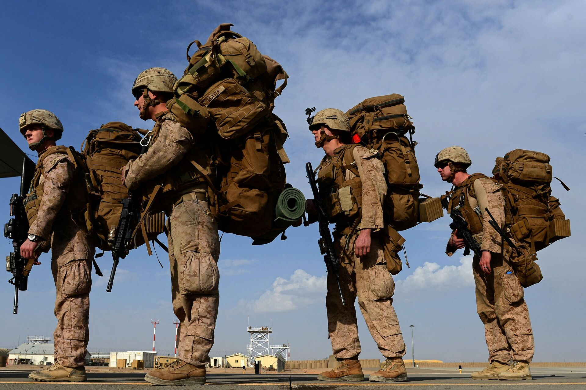 In this file photo taken on October 27, 2014, US Marines board a C-130J Super Hercules transport aircraft headed to Afghanistan's Kandahar as British and US forces withdraw from the Camp Bastion-Leatherneck complex at Lashkar Gah in Helmand province - Sputnik International, 1920, 07.09.2021