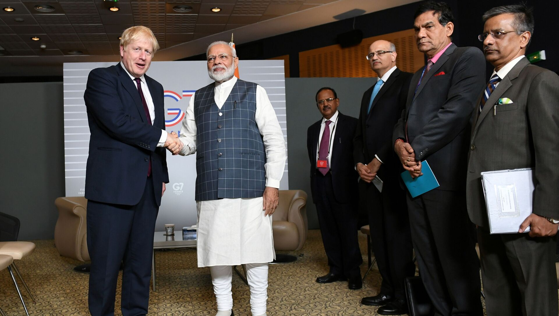 FILE PHOTO: Britain's Prime Minister Boris Johnson meets Indian Prime Minister Narendra Modi at a bilateral meeting during the G7 summit in Biarritz, France August 25, 2019. - Sputnik International, 1920, 23.07.2021