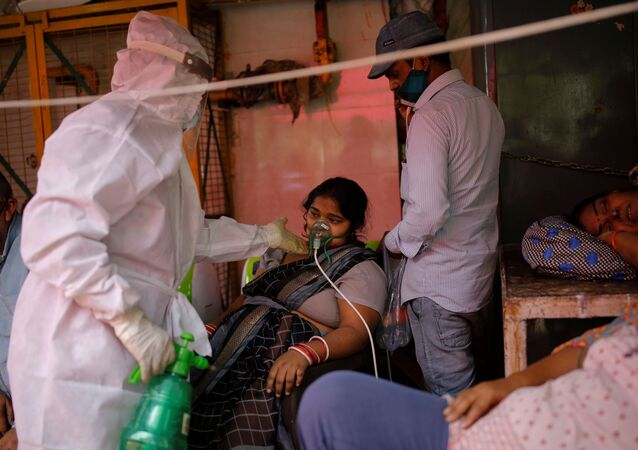 A woman with a breathing problem receives oxygen support for free at a Gurudwara (Sikh temple), amidst the spread of coronavirus disease (COVID-19), in Ghaziabad, India, April 30, 2021. REUTERS/Adnan Abidi