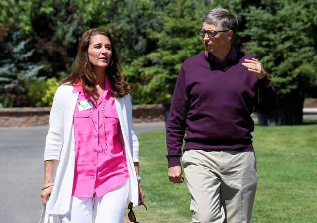 Bill Gates and his wife Melinda leave on the second day of the Allen and Co. media conference in Sun Valley, Idaho, 10 July 2014.