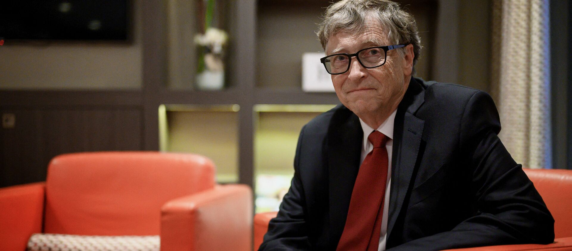 US Microsoft founder, Co-Chairman of the Bill & Melinda Gates Foundation, Bill Gates, poses for a picture on October 9, 2019, in Lyon, central eastern France, during the funding conference of Global Fund to Fight AIDS, Tuberculosis and Malaria.  - Sputnik International, 1920, 30.08.2021