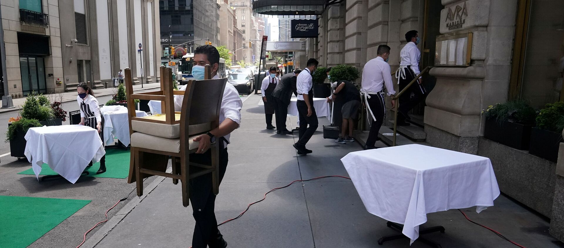 FILE PHOTO: A waiter sets up tables in front of a restaurant on a street on the first day of the phase two re-opening of businesses following the outbreak of the coronavirus disease (COVID-19), in the Manhattan borough of New York City, New York, U.S., June 22, 2020.  - Sputnik International, 1920, 03.08.2021