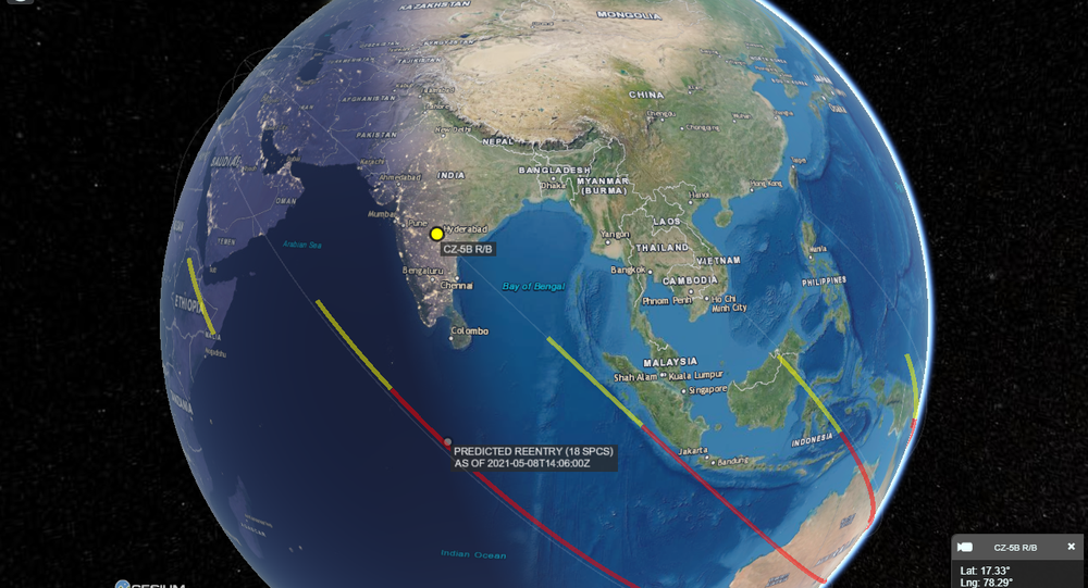 Screenshot from a CelesTrak 3D-map modeling the possible corridors of the Chinese rocket debris falling to Earth