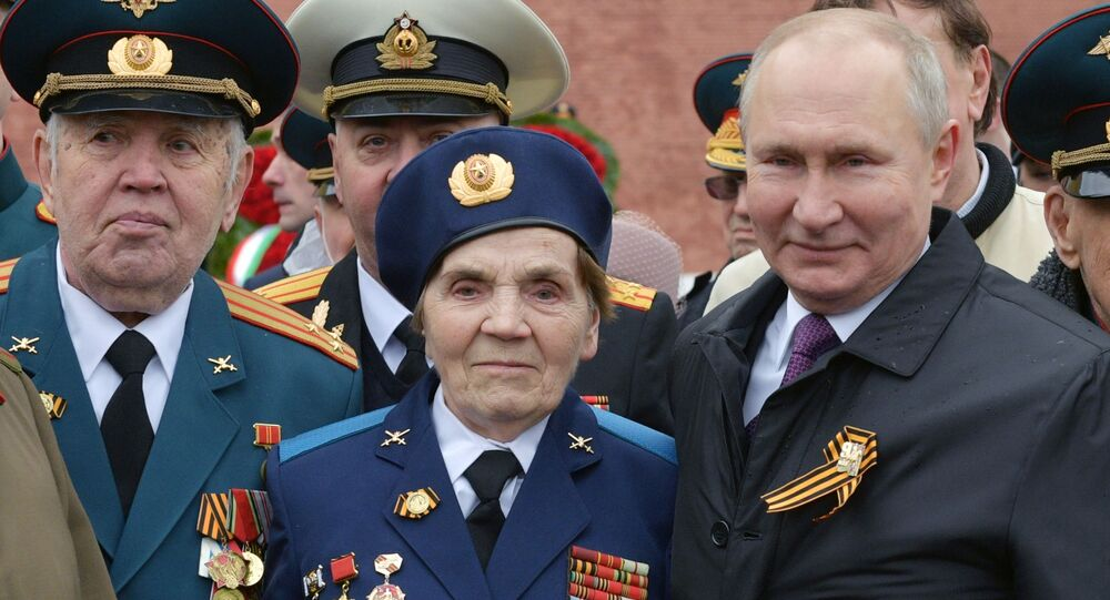 Russian President Vladimir Putin Poses for Pictures With WW II Veterans After V-Day Parade in Moscow on 9 May 2021