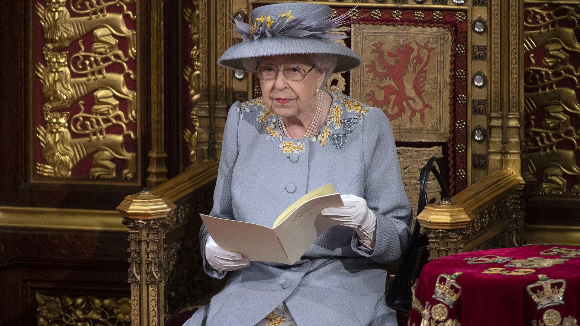 Britain's Queen Elizabeth II delivers the speech in the House of Lords during the State Opening of Parliament at the Palace of Westminster in London, Tuesday May 11, 2021. (Eddie Mulholland/Pool via AP) - Sputnik International, 1920, 10.09.2021