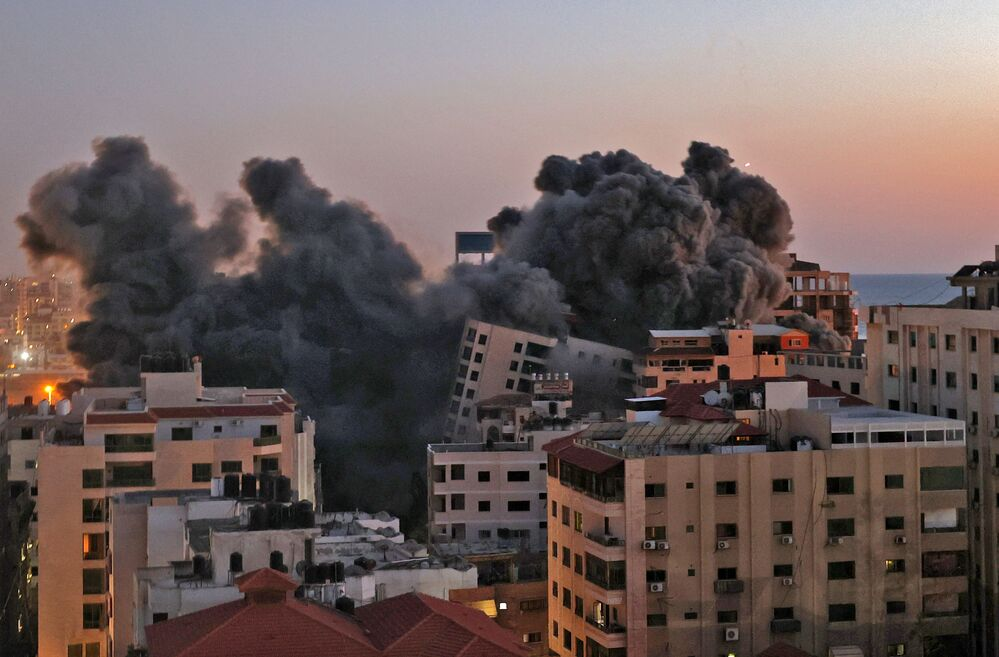 Smoke billows from an Israeli air strike on the Hanadi compound in Gaza City, controlled by the Palestinian Hamas movement, on 11 May 2021.