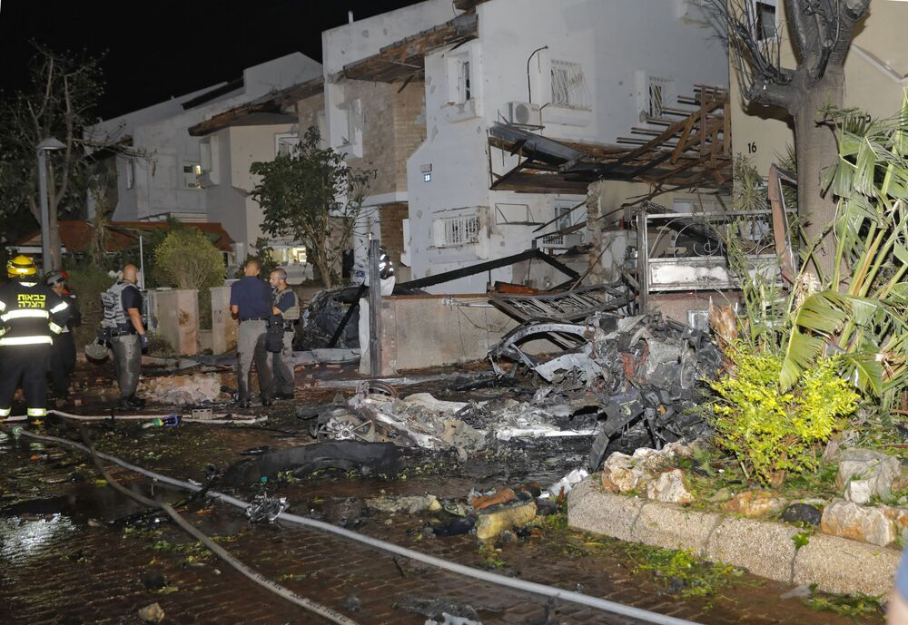 Israeli emergency service members inspect damages in the Israeli town of Rishon Lezion, on 11 May 2021, after rockets were launched towards Israel from the Gaza Strip controlled by the Palestinian Hamas movement.