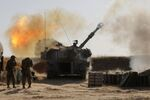 Israeli soldiers fire a 155mm self-propelled howitzer towards targets in the Gaza Strip from their position near the southern Israeli city of Sderot on May 12, 2021. - Israel's Defence Minister Benny Gantz vowed more attacks on Hamas and other Palestinian militant groups in Gaza to bring total, long-term quiet before considering a ceasefire.