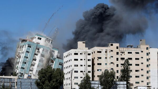 A tower housing AP, Al Jazeera offices collapses after Israeli missile strikes in Gaza city, May 15, 2021.  - Sputnik International