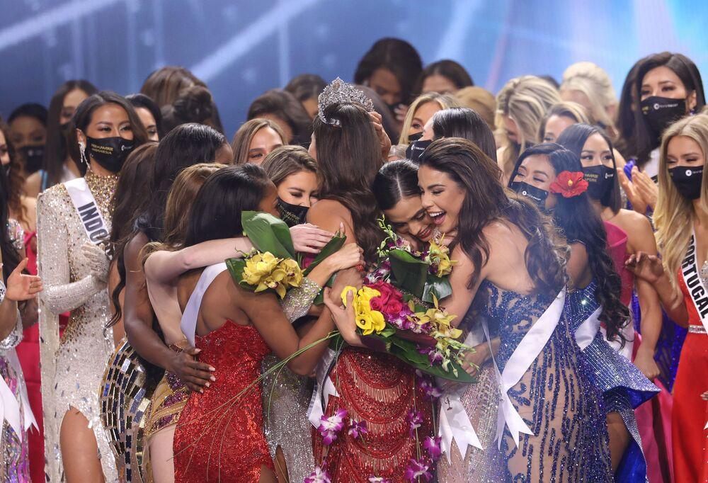 Participants of the contest congratulate winner Miss Mexico Andrea Meza.