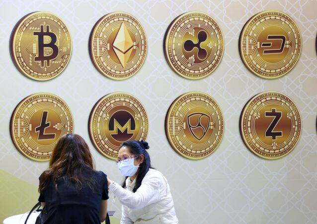 Customers talk against a backboard with signs of cryptocurrency during 2020 Taipei International Finance Expo in Taipei, Taiwan, November 27, 2020. REUTERS/Ann Wang/File Photo