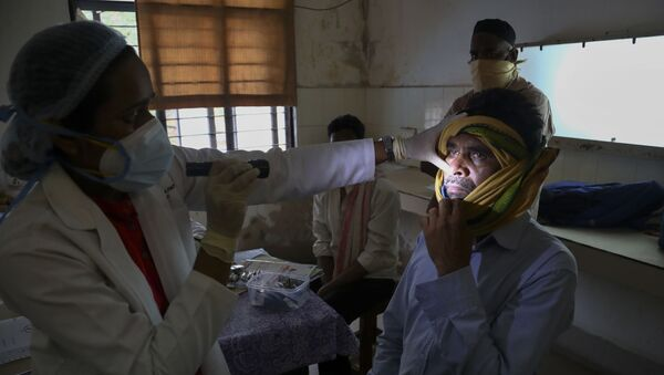 An Indian doctor checks a man who recovered from COVID-19 and now infected with black fungus at the Mucormycosis ward of a government hospital in Hyderabad, India, Thursday, May 20, 2021 - Sputnik International
