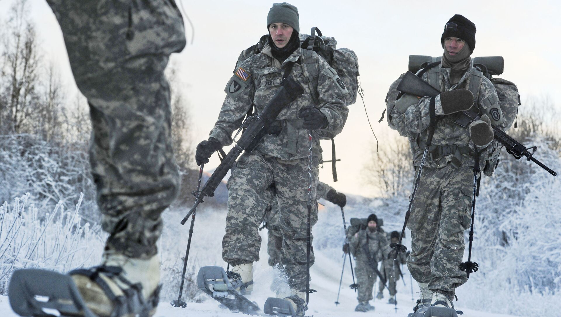 In this 6 December 2012 photo provided by the US Department of Defense, soldiers assigned to 6th Engineer Battalion utilise snow shoes during Arctic Light Individual Training on the Bulldog Trail in sub-zero conditions at Joint Base Elmendorf-Richardson, Alaska.  ALIT is the United States Army Alaska's Cold Weather Indoctrination program. It gives all soldiers, regardless of their job, the foundation to successfully work, train, and go to war in some of the harshest environments in the world.  - Sputnik International, 1920, 27.07.2021