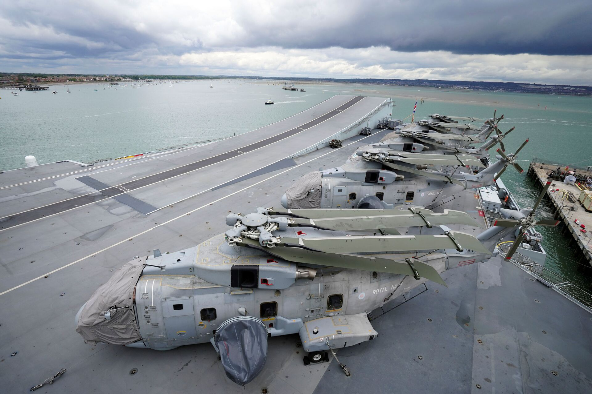 Royal Navy Merlin helicopters are seen on the flight deck during Britain's Queen Elizabeth's visit to HMS Queen Elizabeth ahead of the ship's maiden deployment at HM Naval Base in Portsmouth, Britain May 22, 2021 - Sputnik International, 1920, 13.09.2021