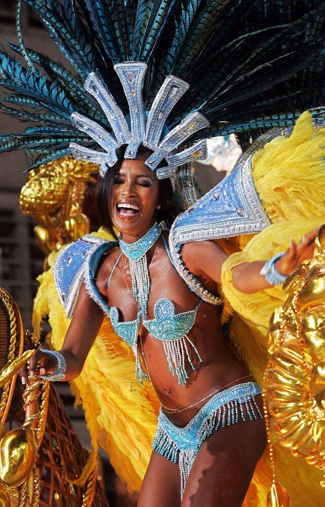 Supermodel Naomi Campbell takes part in a samba parade in Rio de Janeiro, Brazil, 2005