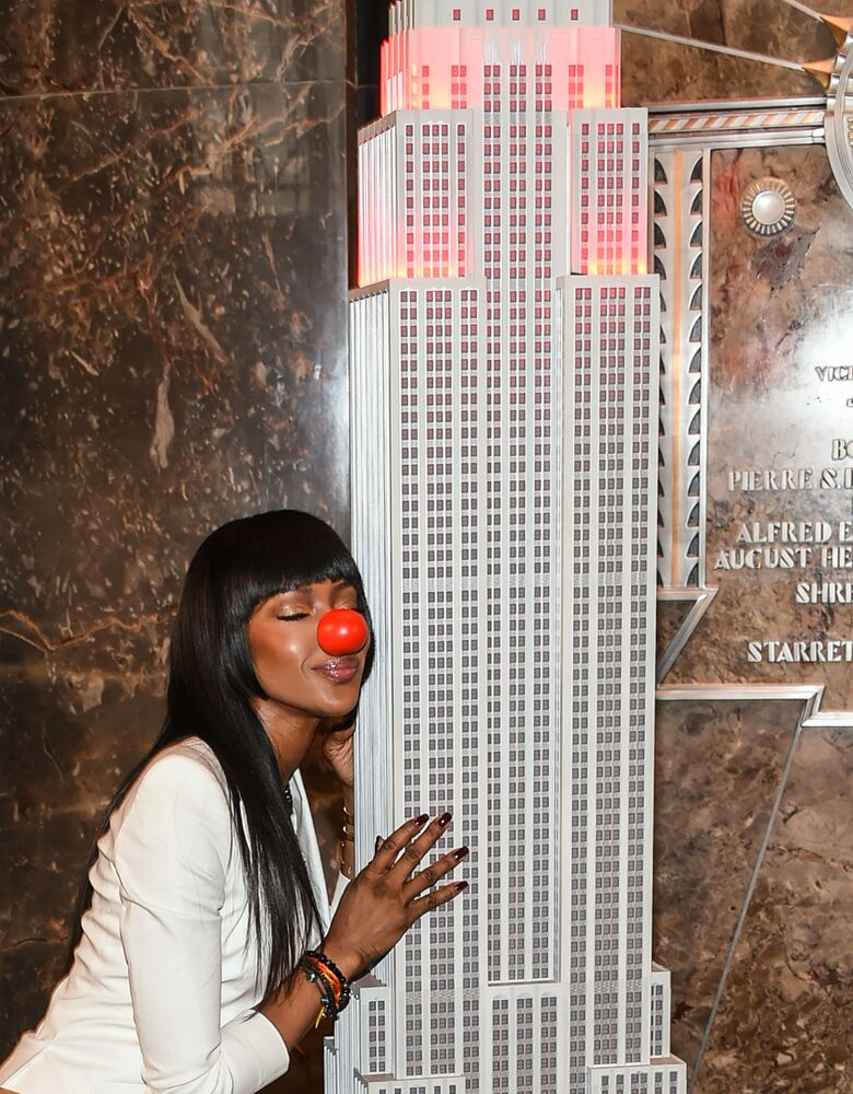 Naomi Campbell hugs an Empire State Building's copy in New York on a Red Nose Day in 2016
