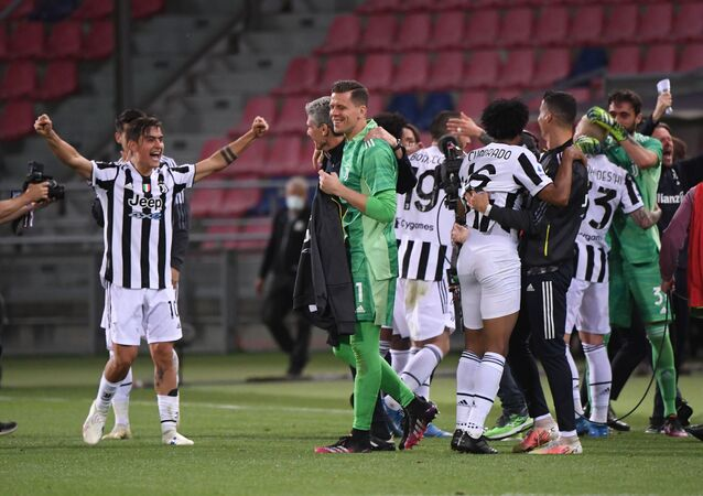 Soccer Football - Serie A - Bologna v Juventus - Stadio Renato Dall'Ara, Bologna, Italy - May 23, 2021 Juventus players celebrate qualifying for the Champions League