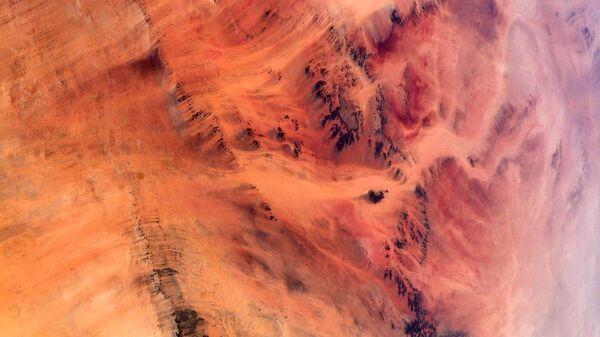 Вид на пустыню Сахара на фотографии астронавта ЕКА Томаса Песке - Sputnik International