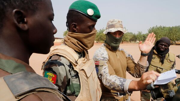 Malian soldiers of the 614th Artillery Battery are pictured during a training session on a D-30 howitzer with the European Union Training Mission (EUTM), to fight jihadists,  in the camp of Sevare, Mopti region, in Mali March 23, 2021.  - Sputnik International