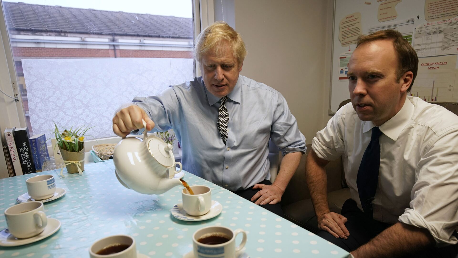 Secretary of State for Health and Social Care Matt Hancock, right, and Prime Minister Boris Johnson have tea with members of staff as they visit Bassetlaw District General Hospital, during their General Election campaign in Worksop, England, Friday, Nov. 22, 2019.  - Sputnik International, 1920, 18.06.2021