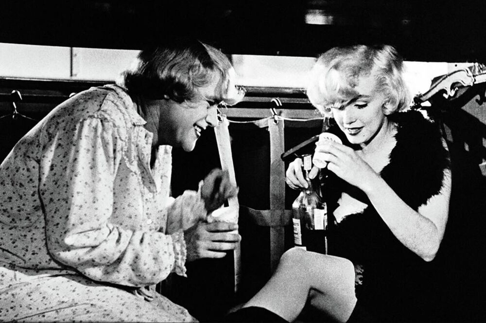 A black and white romantic comedy directed by Billy Wilder and starring Marilyn Monroe received six Academy Award nominations, but won only for Best Costume Design.