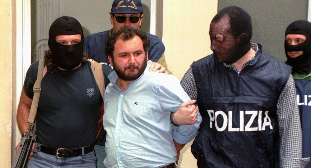 Giovanni Brusca being arrested in 1996