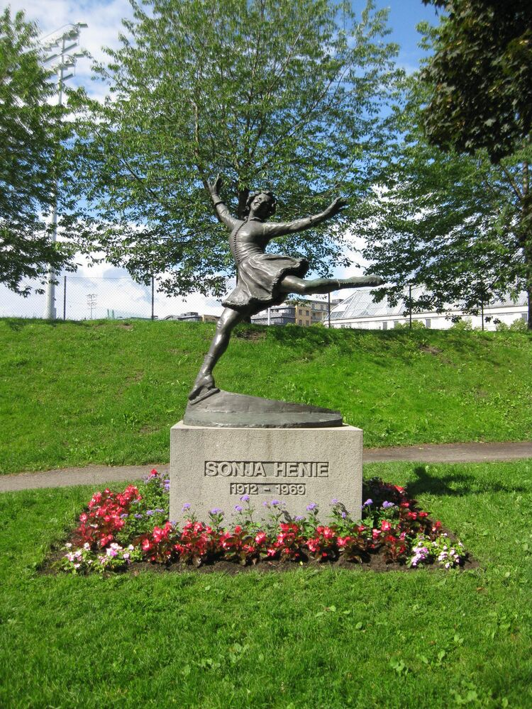 A statue of Norwegian figure skater Sonja Henie (1912-1969) in Frognerparken, Oslo.
