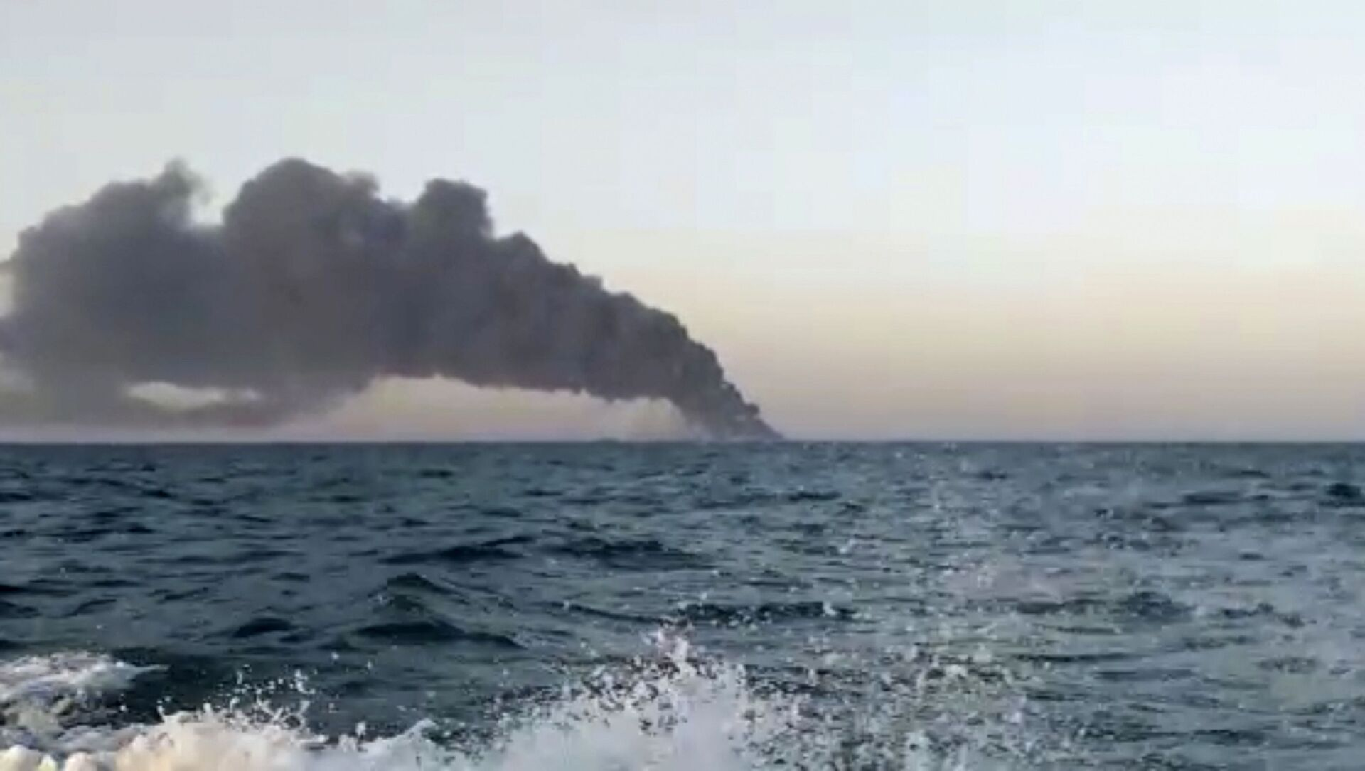 This image made from a video released on Wednesday, June 2, 2021 by Asriran.com, shows smoke rising from Iran's navy support ship Kharg in the Gulf of Oman - Sputnik International, 1920, 02.06.2021